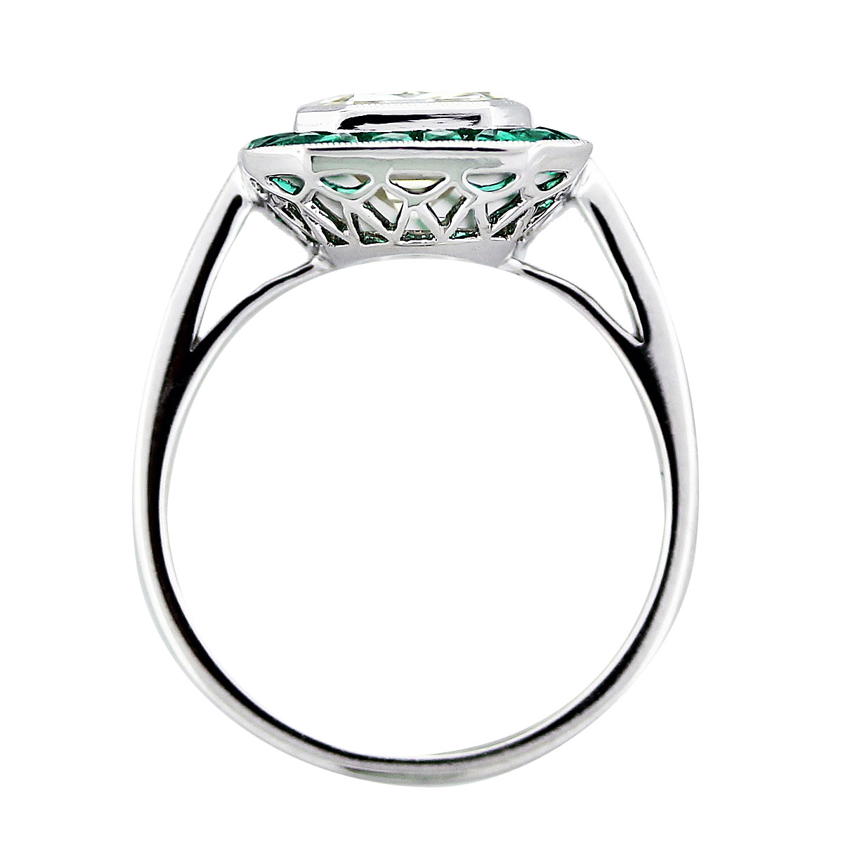 2.5ct emerald diamond ring