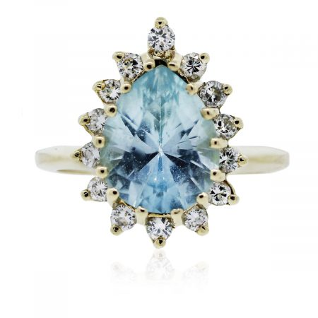 You are viewing this gorgeous yellow gold aquamarine and diamond ring!