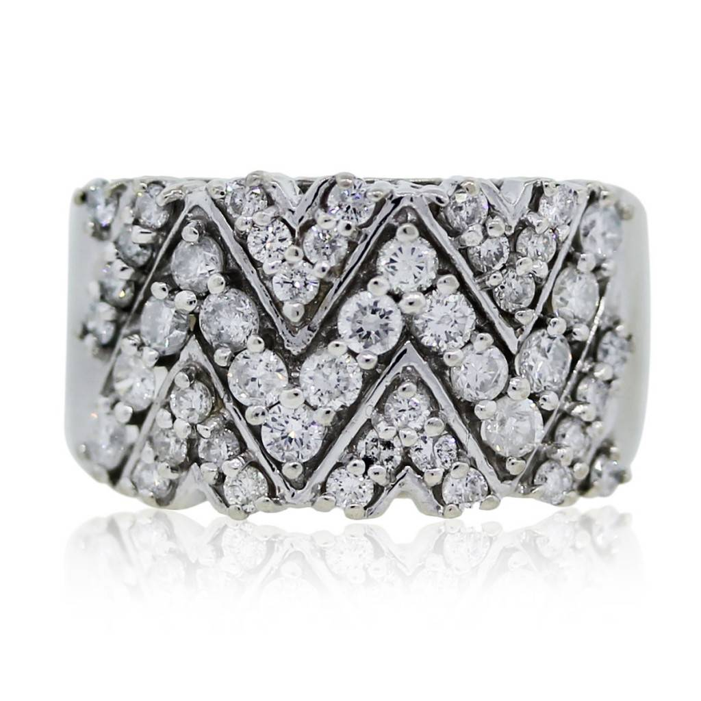 You are viewing this white gold diamond v ring!