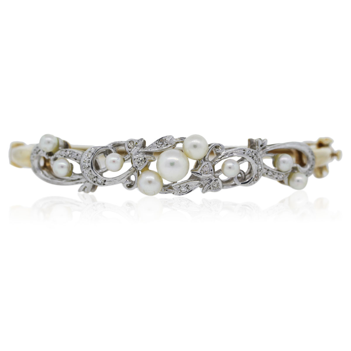 You are viewing this Vintage Yellow Gold Diamond and Pearl Bracelet!!