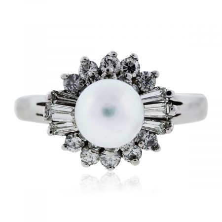 You are viewing this White Gold Pearl and Diamond Ring!