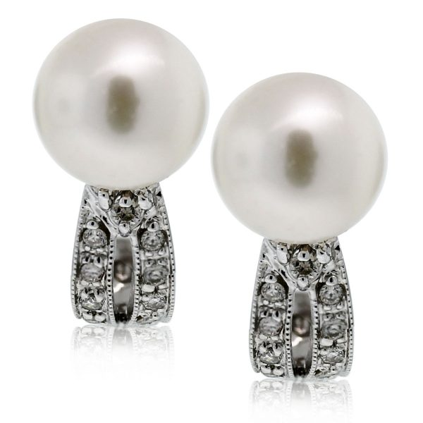 These 14k White Gold Pearl & Diamond Curved Hook Studs are beautiful