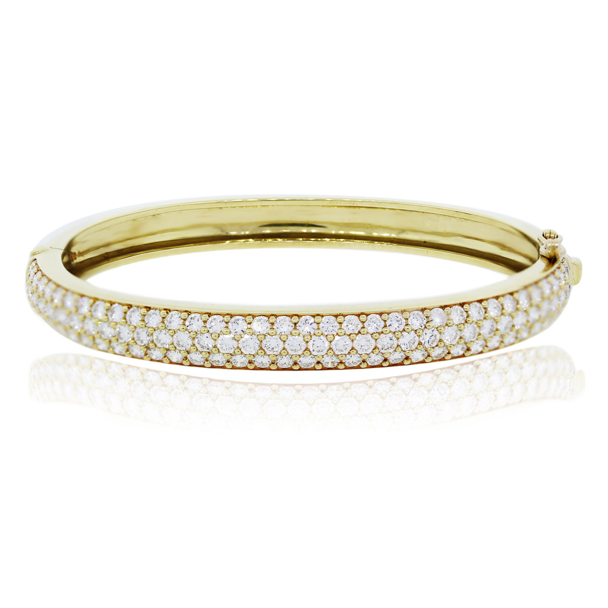 You are viewing this 18kt Yellow Gold Round Cut Diamond Bangle Bracelet!