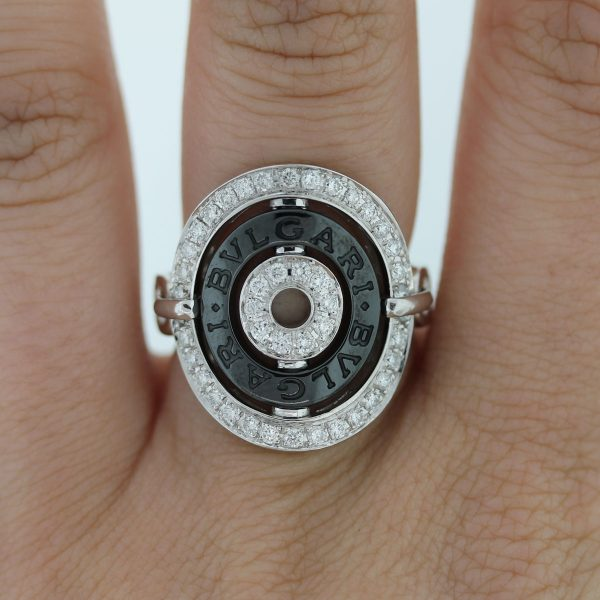 This Bvlgari Cerchi Shield Design Diamond Collapsible Ring is beautiful