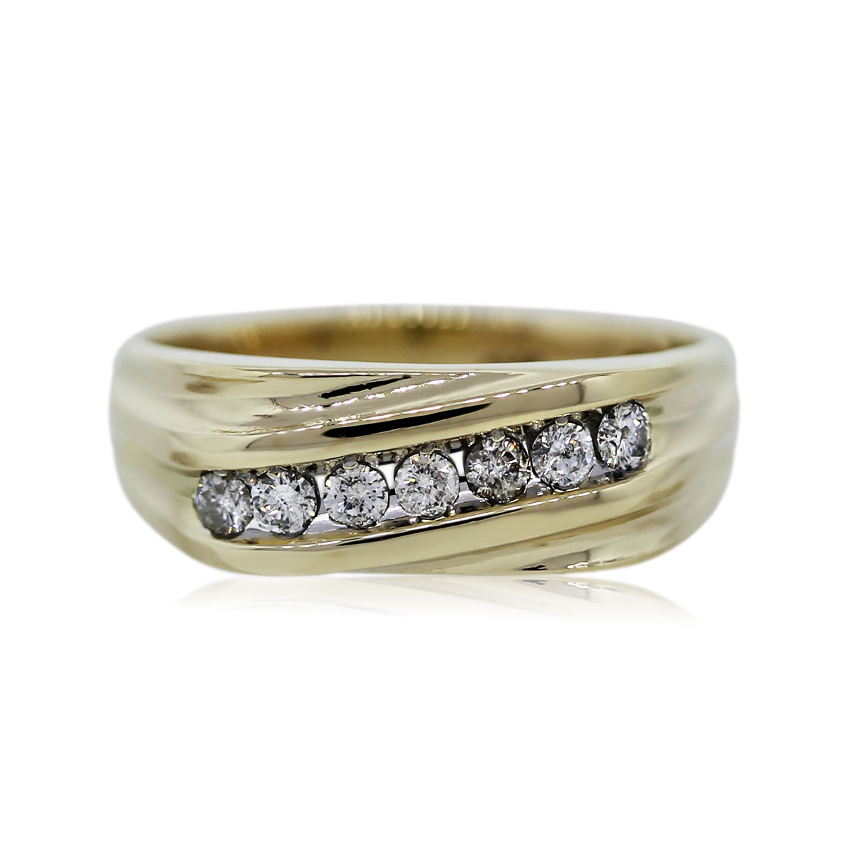 You are Viewing this 0.42ctw Round Diamond Mens Ring!