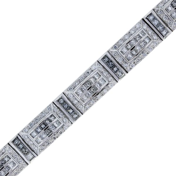 You are Viewing this White Gold Diamond Mens Watch!