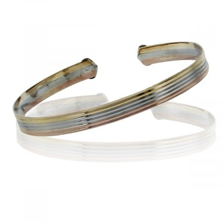 You are viewing this 18k Tri Gold Thin Bangle Bracelet!