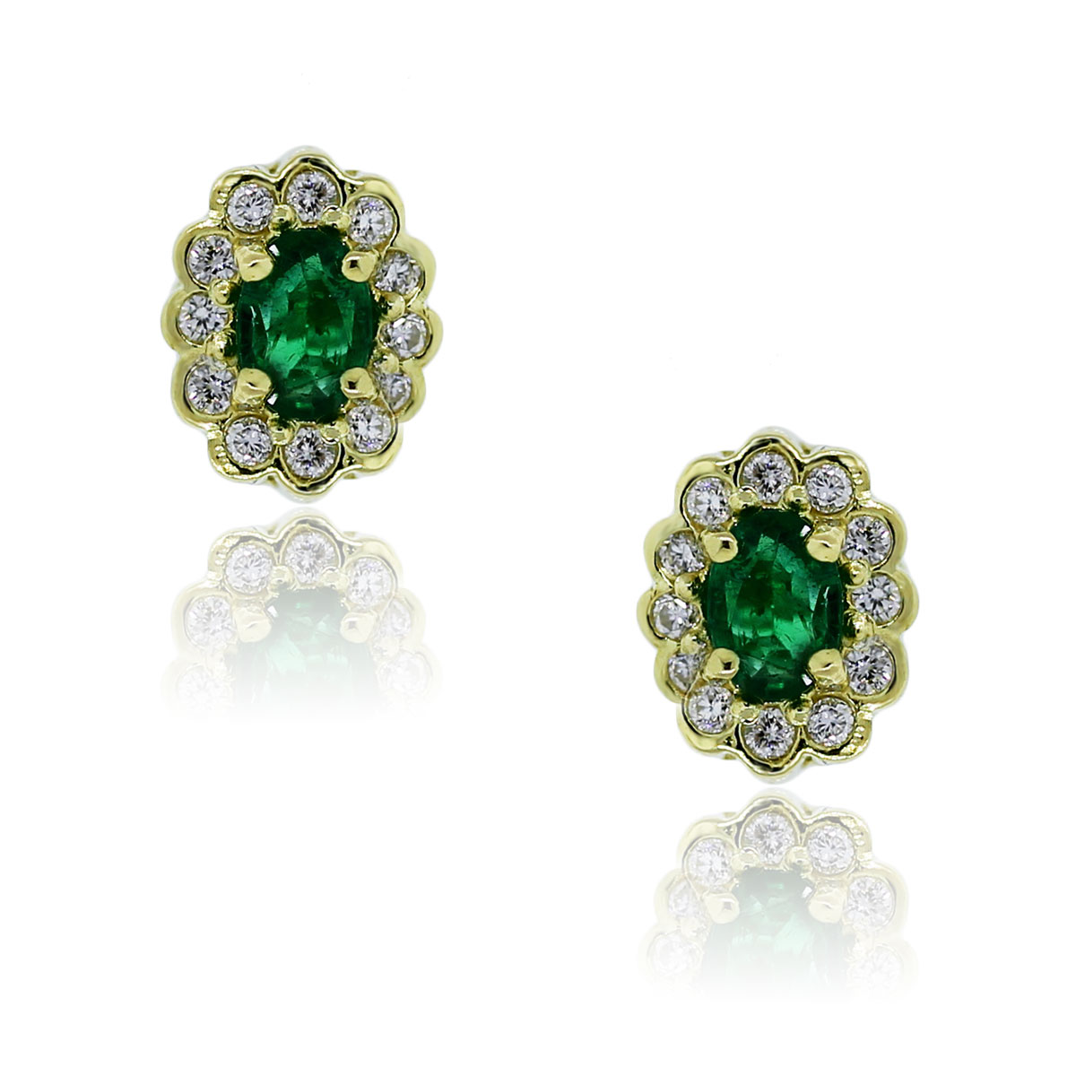 You are viewing these 18kt Yellow Gold Emerald Round Diamond Stud Earrings!