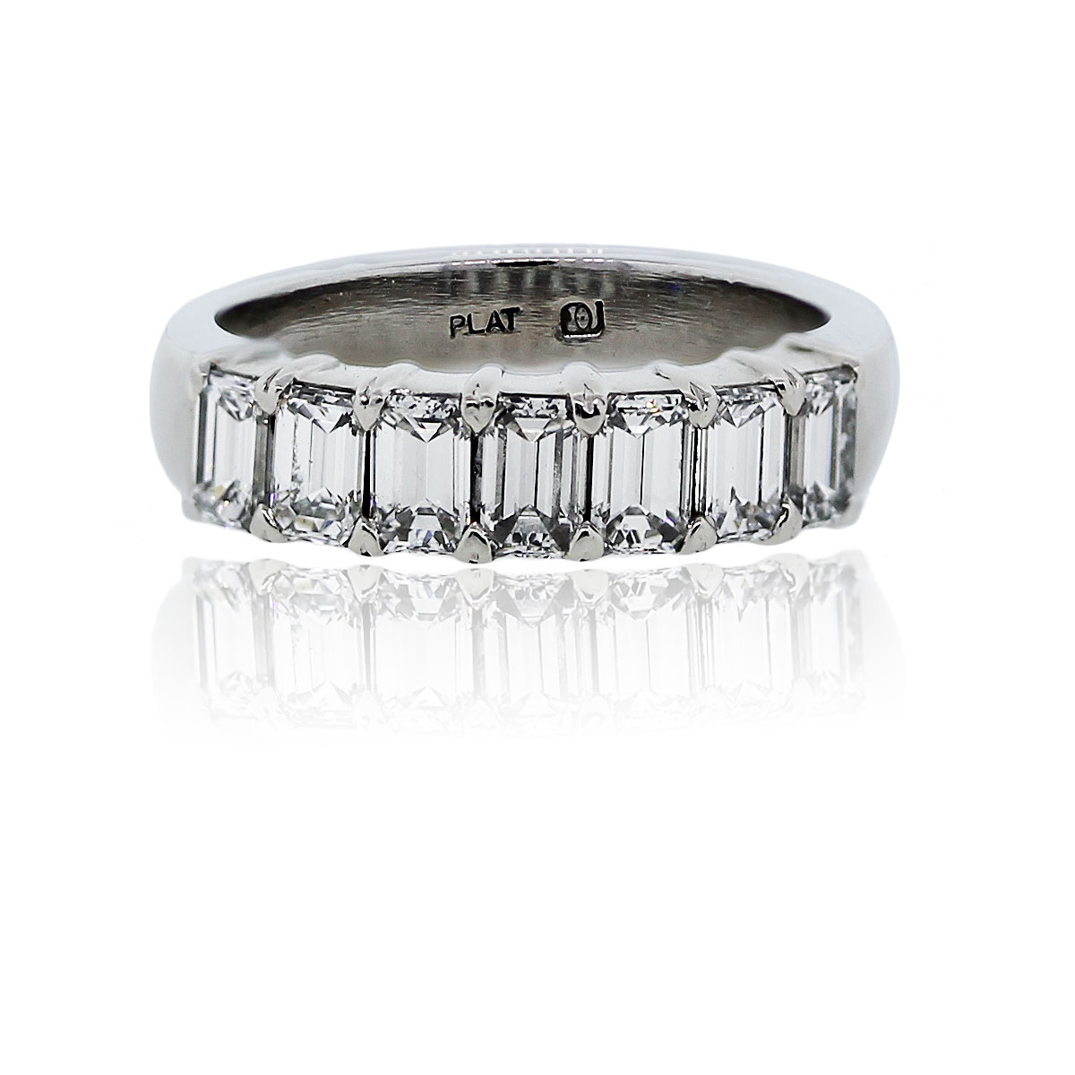 you are viewing this platinum emerald shape diamond wedding band ring
