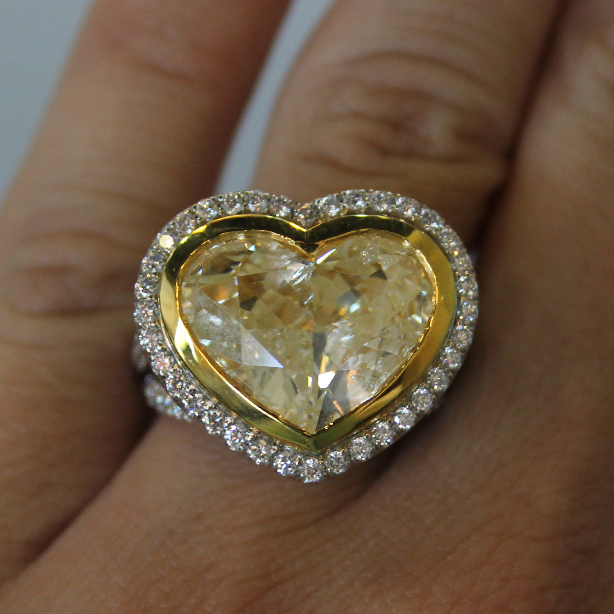 18k two tone gold heart shaped fancy yellow diamond