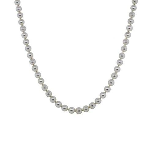 Jewelry Staple: Pearl Necklace