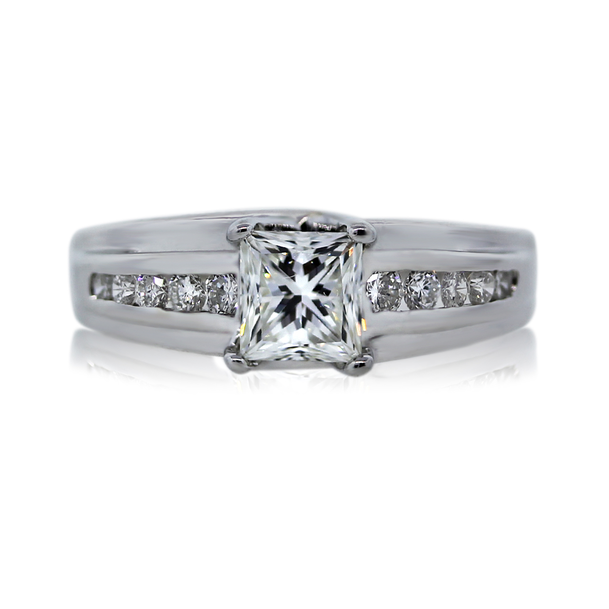 You are Viewing this 18k White Gold 0.90ct Princess Cut Engagement Ring