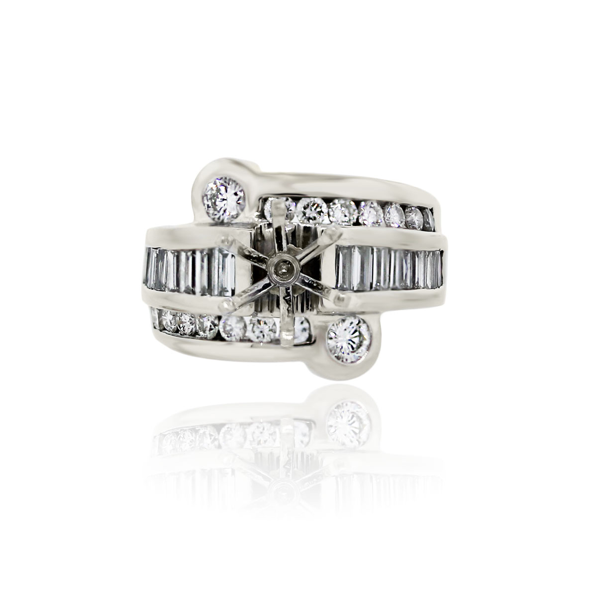 You are viewing this 18k White Gold Round Brilliant Cut Baguette Diamond Mounting!