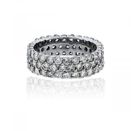 You are viewing this 18k White Gold Round Brilliant Cut Diamond Band Ring!