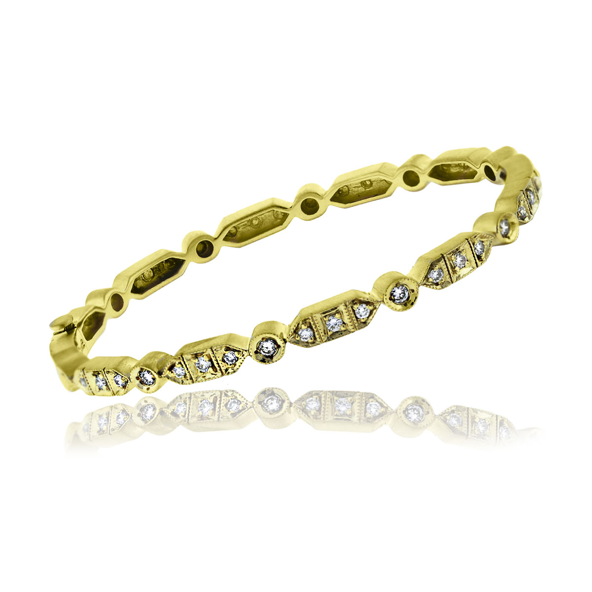 You are viewing this 18k Yellow Gold Round Brilliant Diamond Bangle Bracelet!