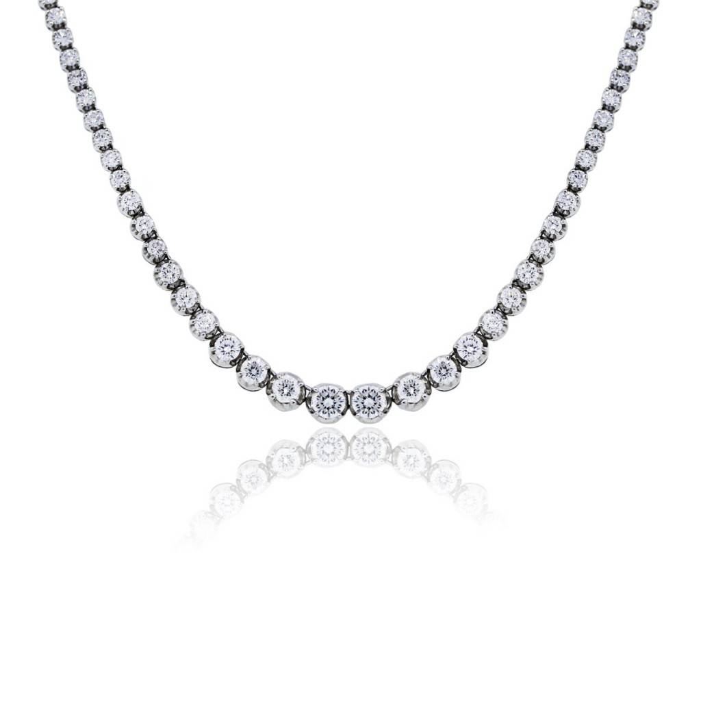 You are viewing this 14k White Gold 8.5ctw Diamond Graduated Tennis Necklace!