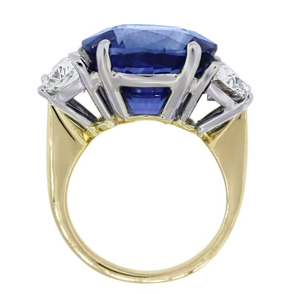 18k Yellow Gold Oval Natural Heated Madagascar Sapphire Ring