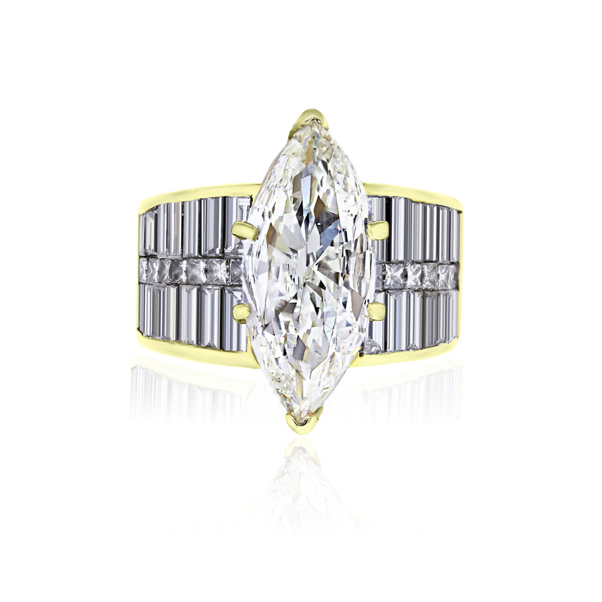 You are viewing this 18k Yellow Gold 4.61ct Marquise and Baguettes Diamond Ring!