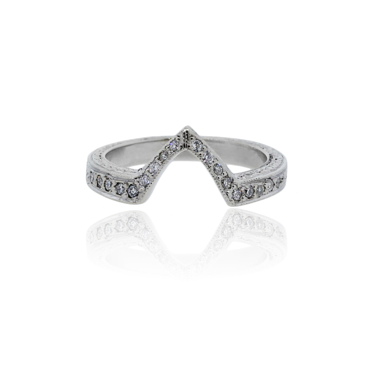 18k white gold v wedding band ring