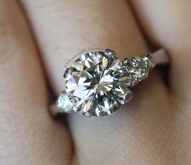 3 carat round diamond with round side stones