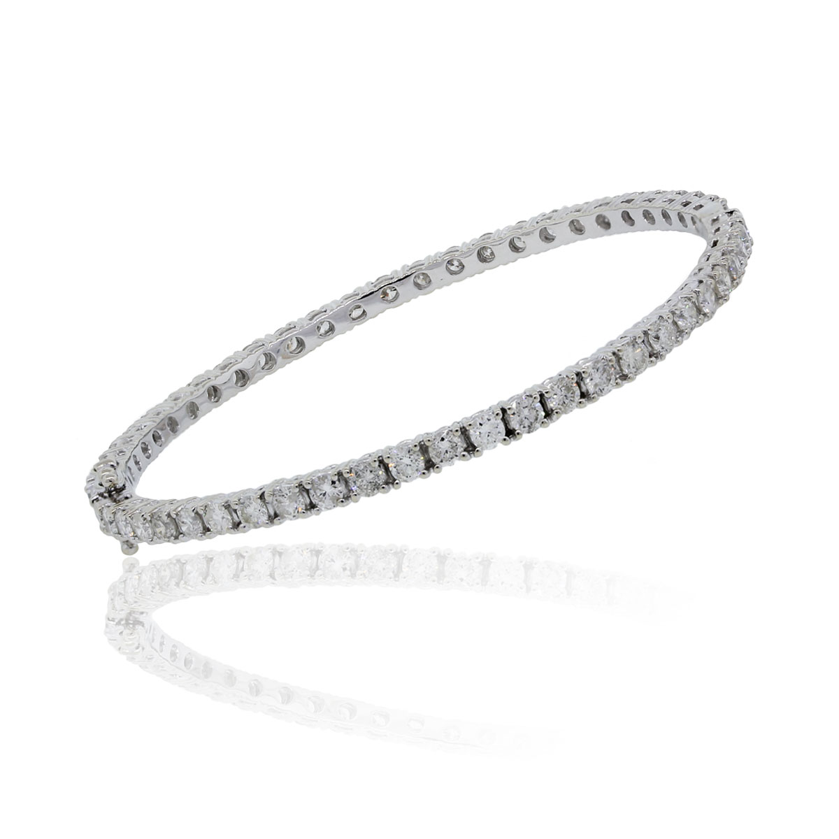 You are viewing this 18k White Gold 3.12ctw Round Brilliant Diamond Bangle Bracelet!