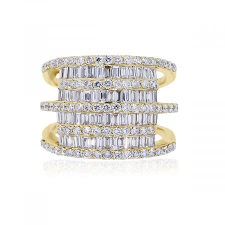 You are viewing this 18k Yellow Gold 2.62ctw Baguette and Round Brilliant Diamond Ring!