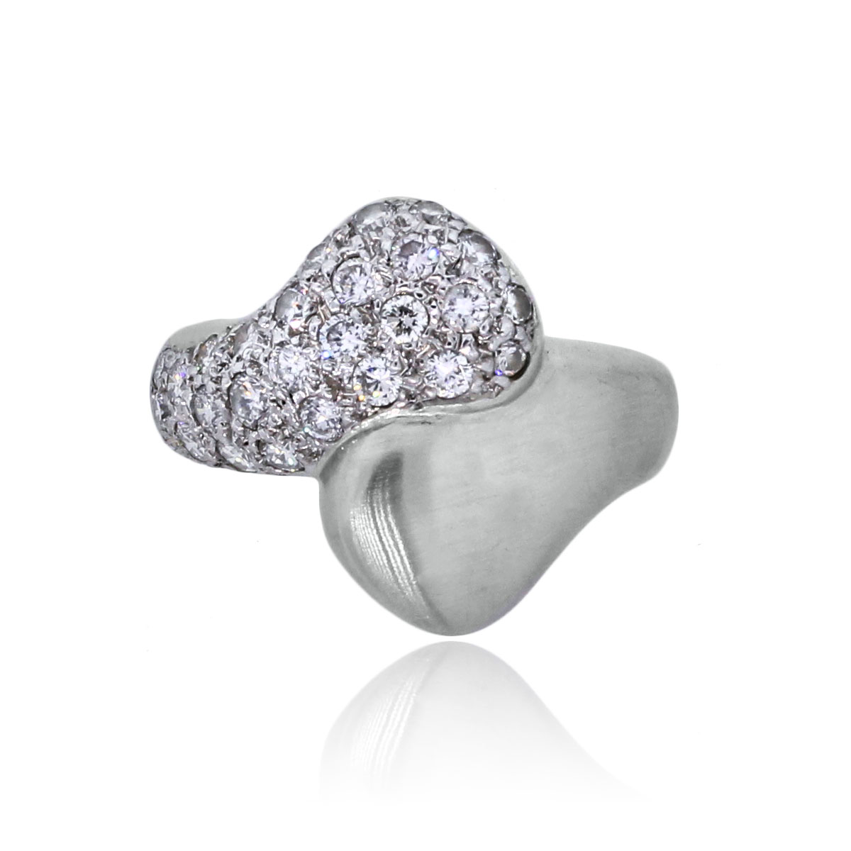 You are viewing this 18k Yellow Gold 1.5ctw Diamond Rose Ring!