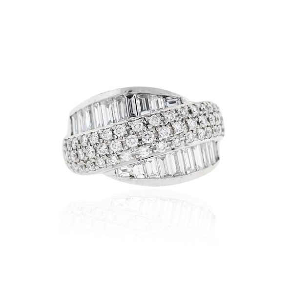 You are viewing this 14k White Gold Round Brilliant & Baguette Diamond Ring!