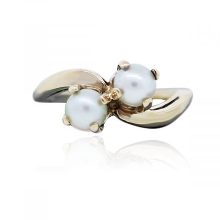 You are viewing this 10k Yellow Gold Pearl Cocktail Ring!