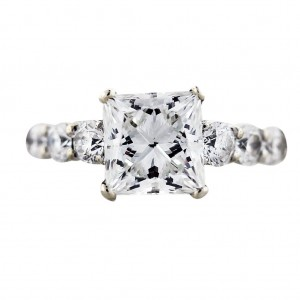 Princess Cut Engagement ring with internally FLAWLESS center stone