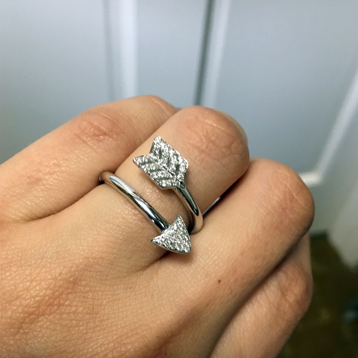 18k White Gold 0.21ctw Diamond Arrow Ring
