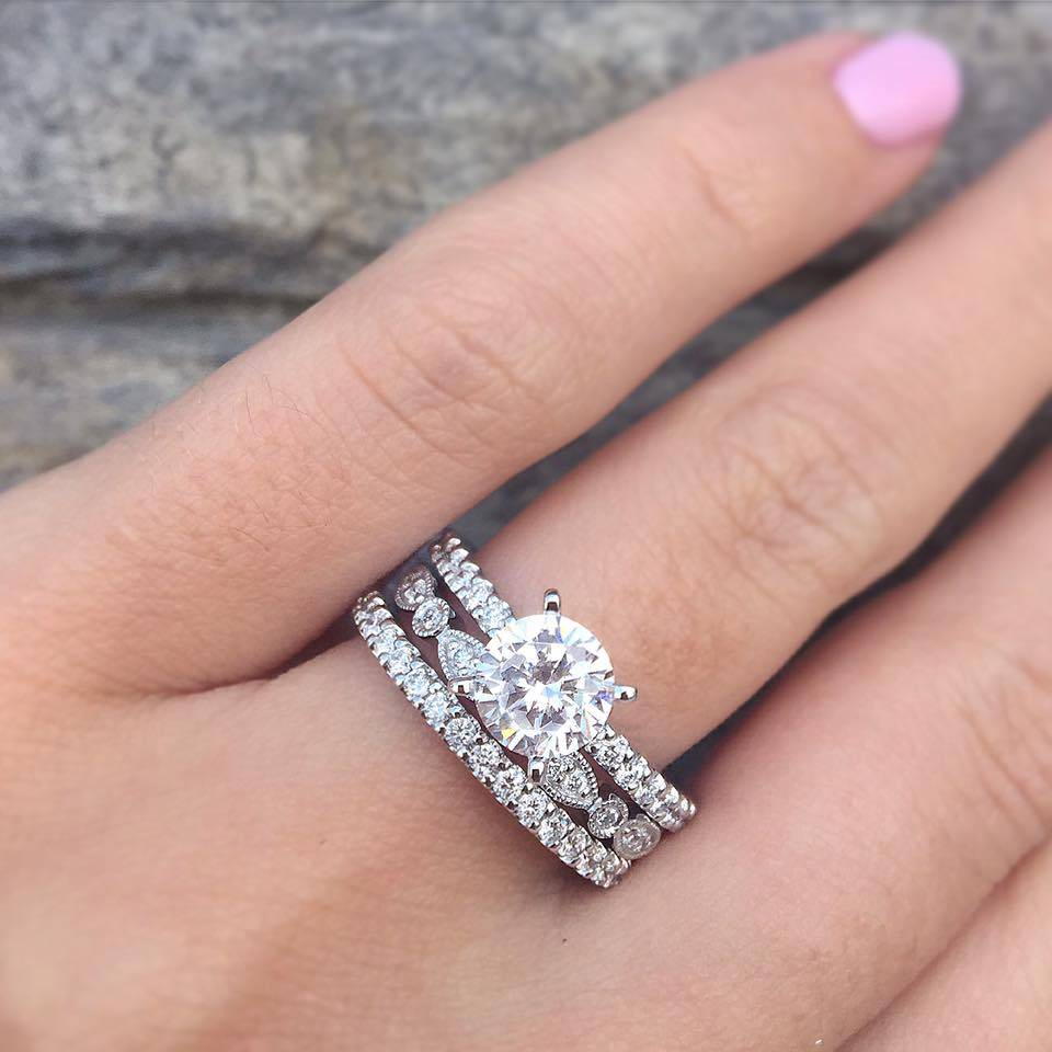 Solitaire vs Halo Engagement Rings - Raymond Lee Jewelers