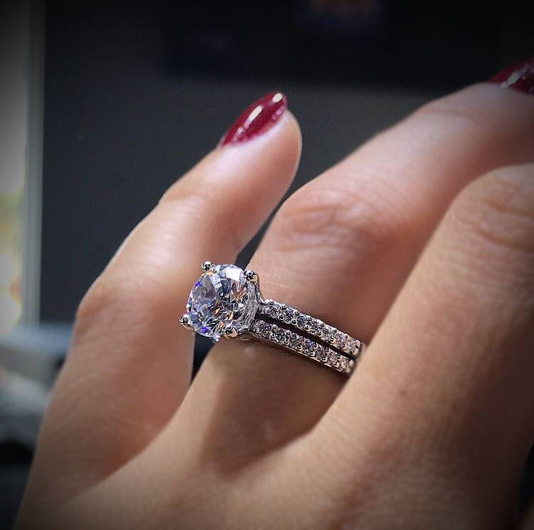 About How Much is a 1 Carat Diamond? - Raymond Lee Jewelers