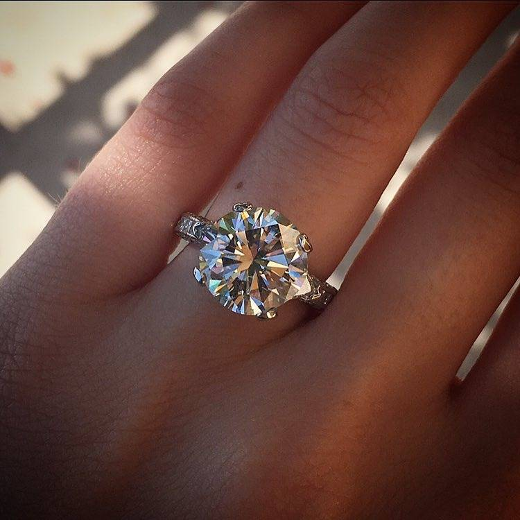 10 Reasons Solitaire Engagement Rings Are Perfect