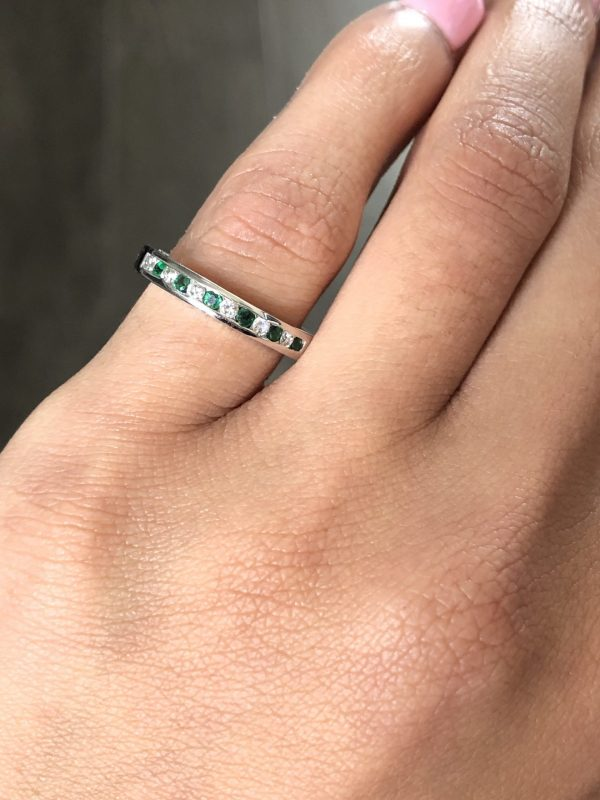 14k White Gold 0.15ctw Diamond and 0.15ctw Emerald Band