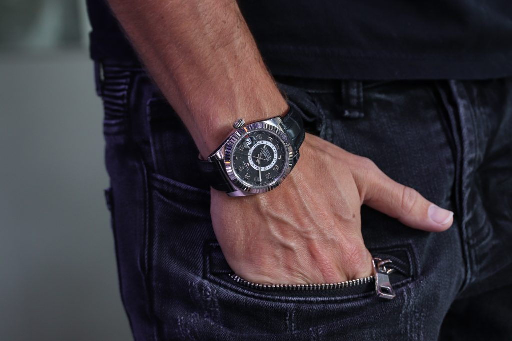 Rolex Skydweller 326139 white gold black dial lifestyle