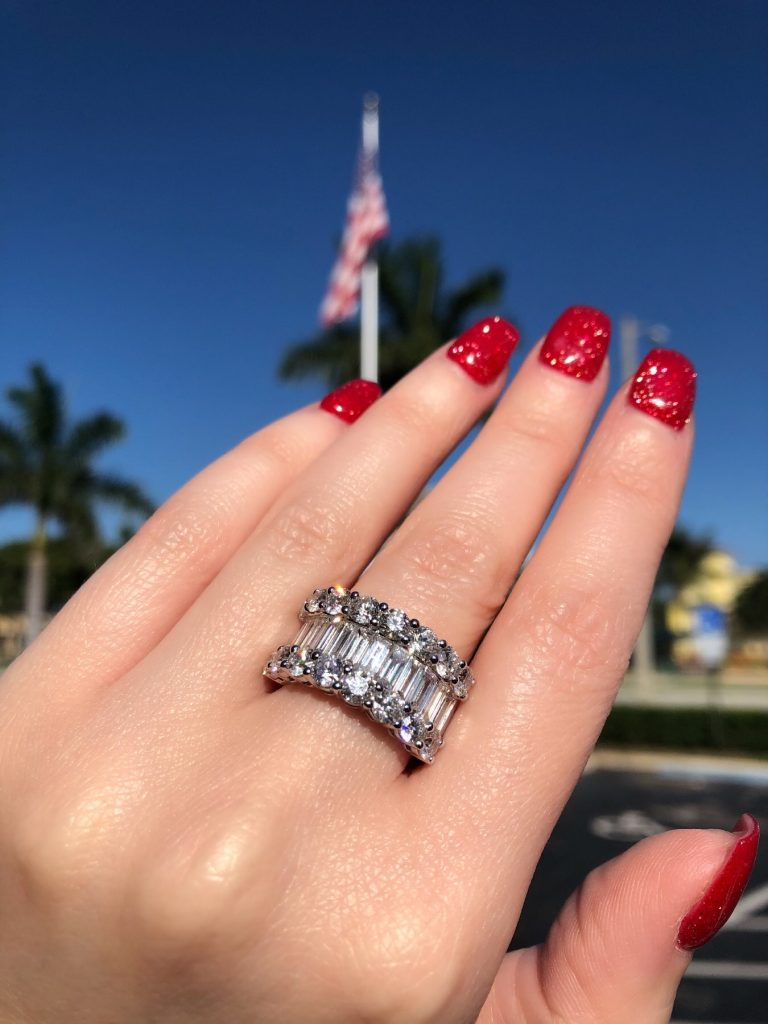 What is the difference between half and full eternity rings?