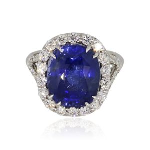 18k White Gold 9.31ct Oval Sapphire and 0.80ctw Diamond Cocktail Ring