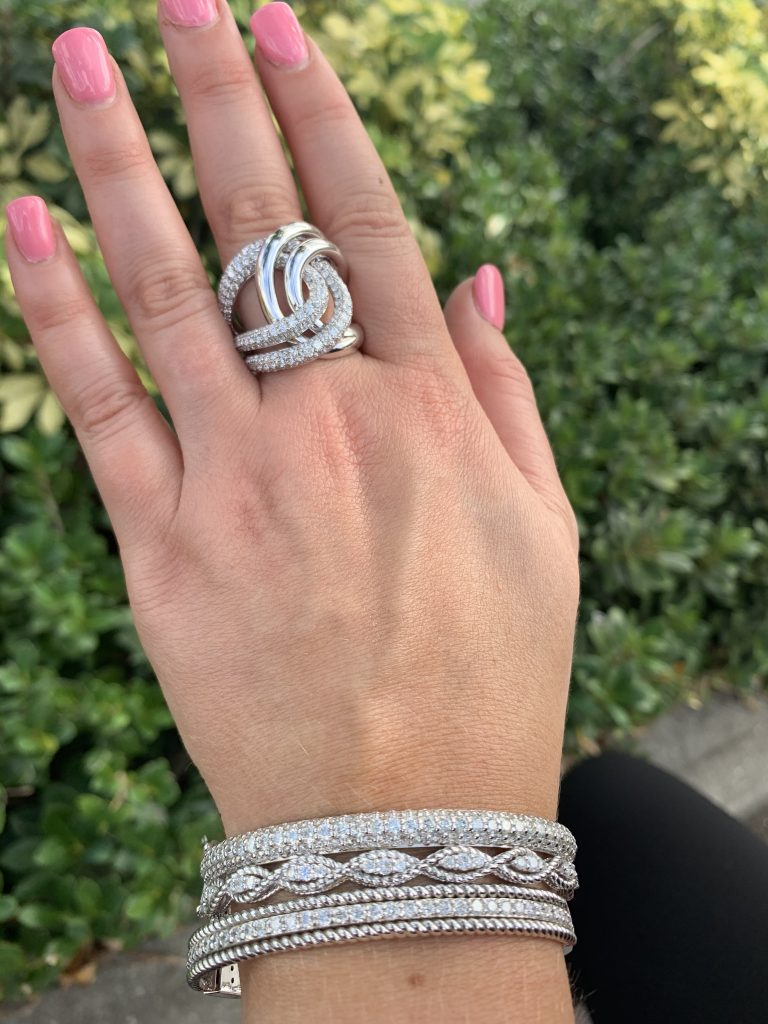 woman's hand showcasing sell gold jewelry