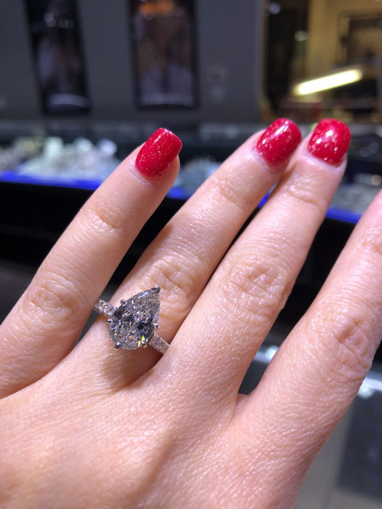 best diamond shape for solitaire engagement ring