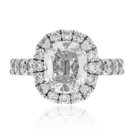 Cushion cut diamond engagment ring