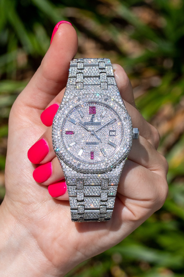 is a watch good as Valentine's Day gift