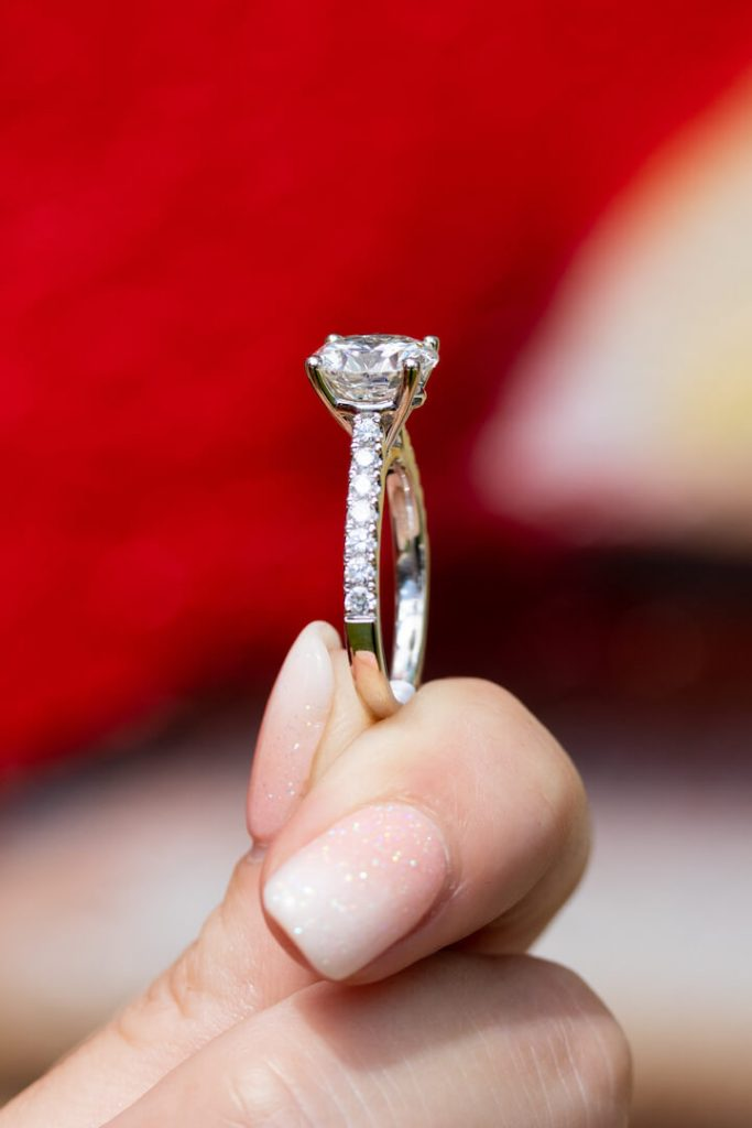 how to choose a solitaire engagement ring