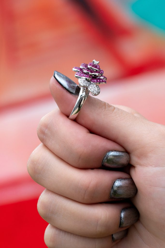 flower jewelry meaning