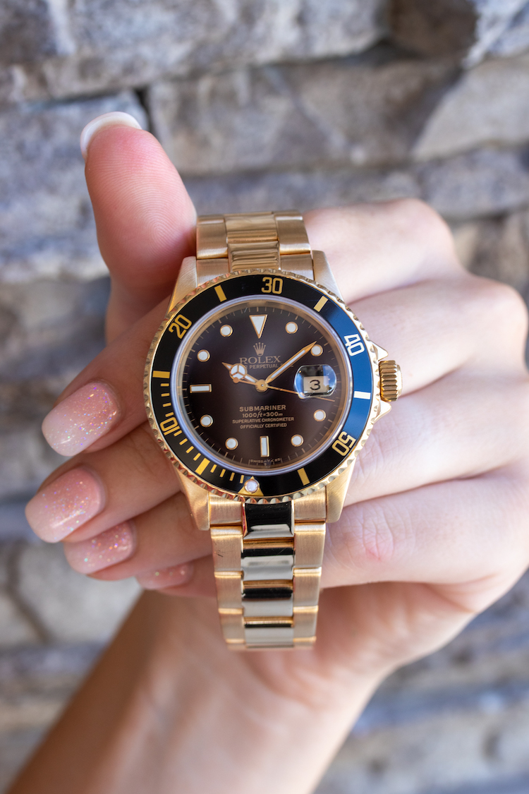 Black dial yellow gold submariner 16618